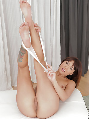 23 year old Suzy Rainbow knows just how she likes it, and she wants to show you just what to do. After spending a few moments working her lusty clit with her panties pulled to the side, she strips naked and then really goes to work with a full-out pussy f