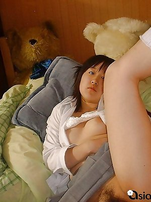 Teenage Asian cutie takes scandalous nude selfies!
