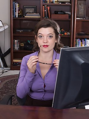 24 year old hairy girl Mystique Jones may be an artist at heart, but everyone has to pay the bills. Luckily this sexy secretary has no shame letting her hairy body be free on the job!