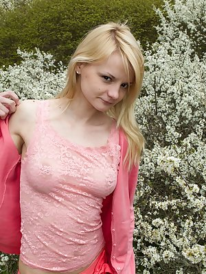 Kira S is a blonde hairy model who has a nice dark bush. Outside the fresh air makes her want to let every part of her body experience it, so she takes everything off and spreads her legs.