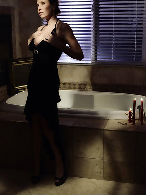 Jamie Lynn strips her elegant black dress and flaunts her wet, gorgeous body and freshly bathed perky boobs and scrumptiously sweet labia as she masturbates on the bathtub.