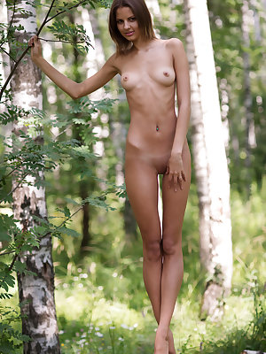Exclusive looking adorable slim girlfriend poses nude in deep wilderness. Awesome shots pointing on her freshness.