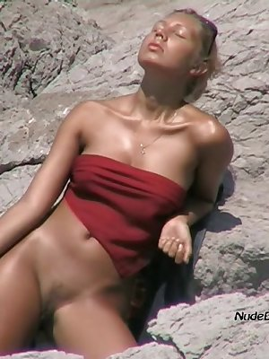 Gorgeous blonde cougar tans her sweet tits